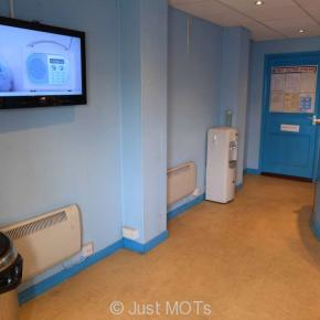A photo of the interior of the waiting room at Just MOTs of Milton Keynes